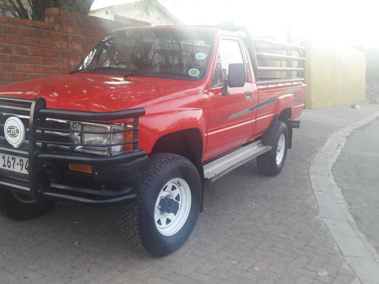 1989 Toyota 2 2 Hilux 4x4 for sale | 200 000 Km | Manual
