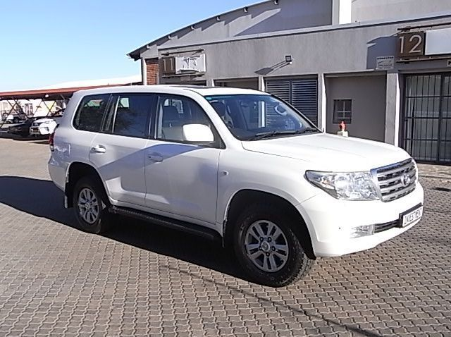 Used Toyota TOYOTA LAND CRUISER 4.5 V8 SW  for sale in Windhoek, Namibia