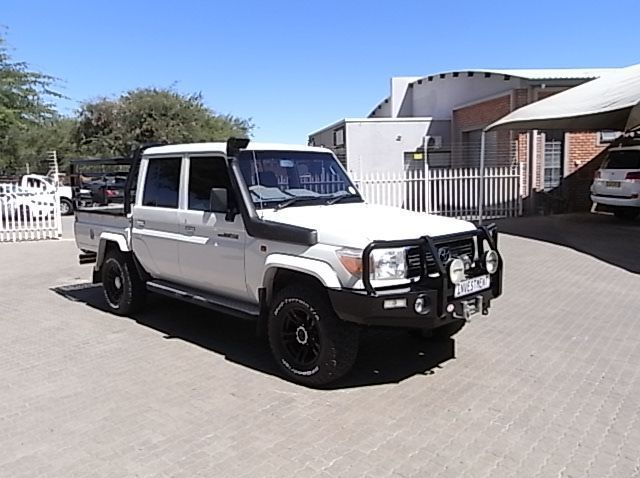 Used Toyota TOYOTA LAND CRUISER 4.0 V6 DC  for sale in Windhoek, Namibia
